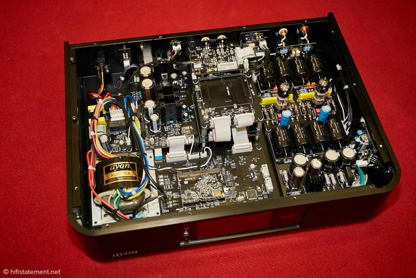 Bei dem hier vorgestellten Modell des S10 handelt es sich noch um einen Prototypen. Gut erkennbar die Ausgangsstufe mit den russischen 6H30