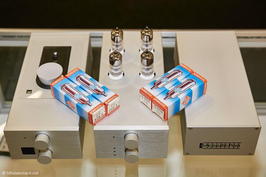 Wandler und Laufwerk sind ja aus dem letzten Test bekannt, hier bietet die Firma noch die Möglichkeit an, den Wandler mit einem Quartett Original Telefunken EC 806S aufzurüsten. Dies sollte noch einmal einen deutlichen Sprung nach Vorne ergeben