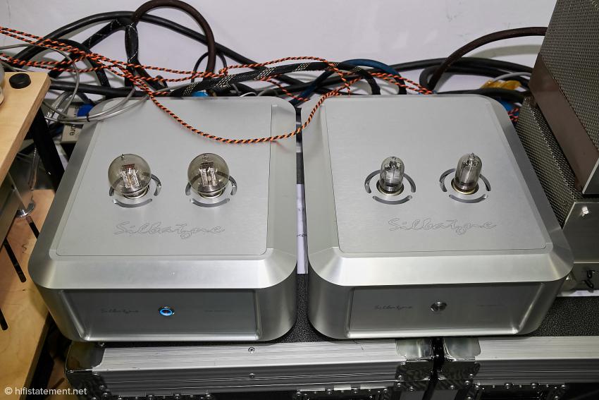 Mit diesen Winzlingen wurden die Hörner angetrieben. Links ein Verstärker mit der VT-2 Triode entsprechen dem WE 205 Modell, rechts der VT-1 Verstärker. Die VT-1 Röhre hat fast 100 Jahre auf dem Buckel!