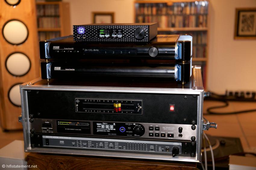 Die Datenströme des MSB Platinum Studio samt Netzteil und des Mytek Brooklyn wandelt der Tascam DA-3000 in Files. Den analogen Eingangspegel regelt ein aktiver Neumann-Fader, der von einem Funk-Netzteil gespeist wird
