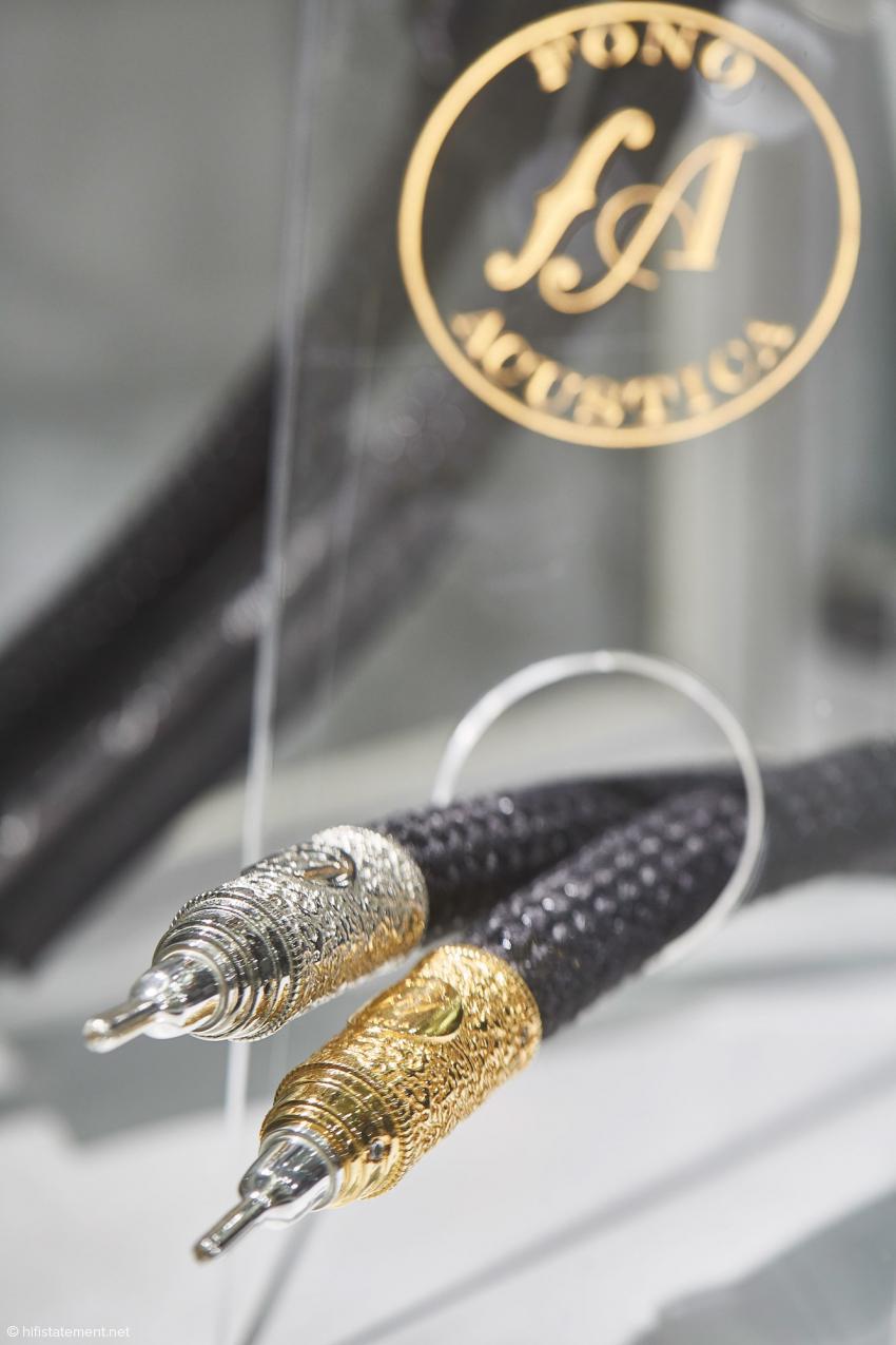 Diese Fono Acustica Kabel empfehlen sich als Blingbling- Halskette fürs nächste Frühstück bei Tiffany's.