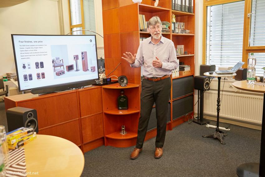 Markenchef Alex Munro von Q Acoustics trug in unterhaltsamer Weise Wissenswertes über die Neuen vor