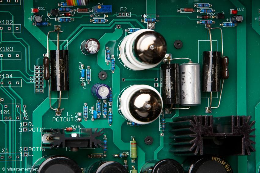 Eine selektierte E88CC übernimmt die Eingangsverstärkung, die 6N6 arbeitet als Sourcefolger