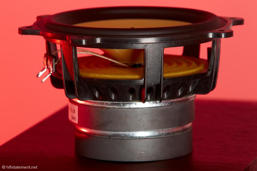 Der kräftige Antrieb der Tieftöner mit Dopppelmagnet führt nicht zwangsweise zu einem saftigen, vollen Bass