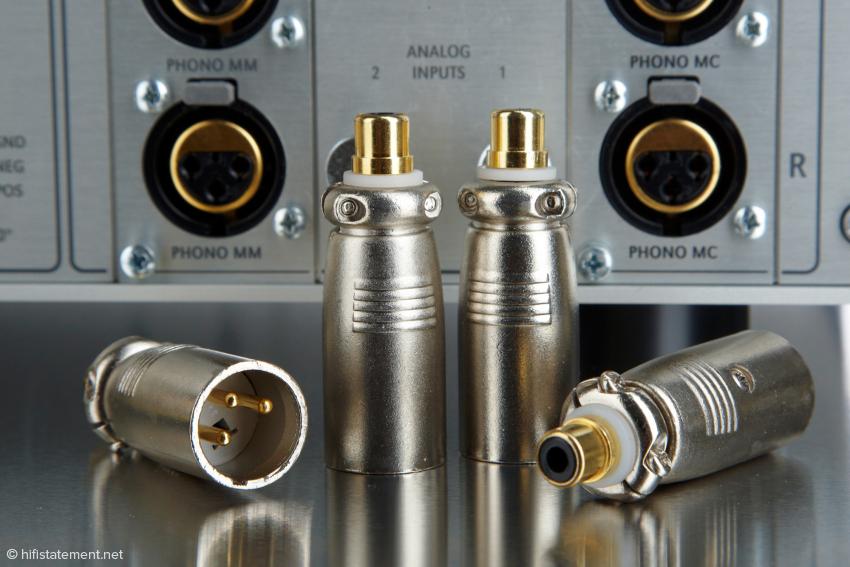 Auch der Anschluss von unsymmetrisch verkabelten Tonarmen stellt dank der mitgelieferten Adapter kein Problem dar