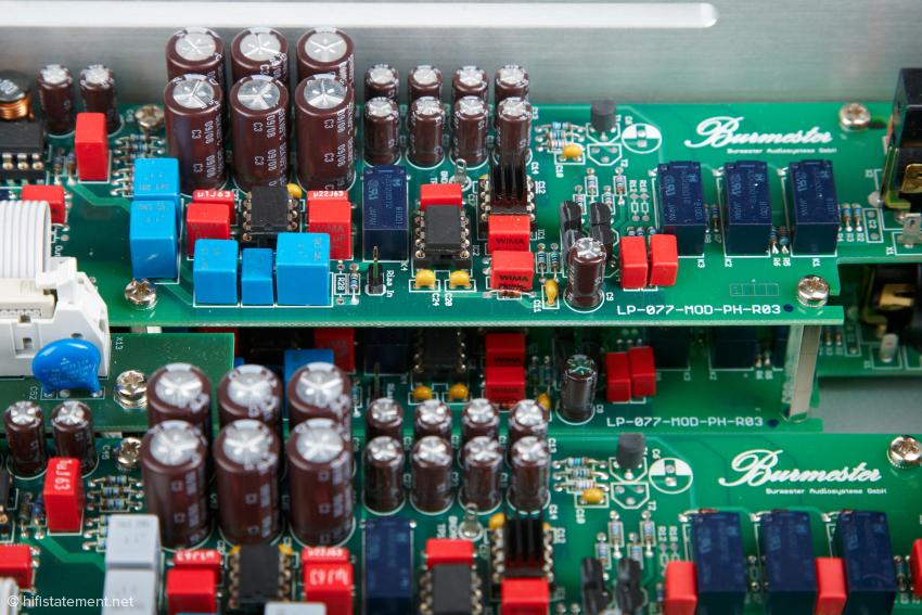 Die Platinen der MC- und MM-Entzerrer sind völlig kanalgetrennt aufgebaut und übereinander montiert