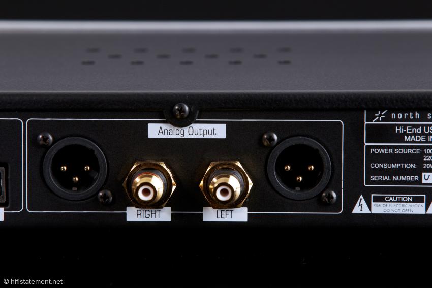 Laut Produktinformation liefern zwei Dual-Mono-DACs ein symmetrisches Ausgangssignal, das dann bis zu den Ausgängen ebenso aufbereitet wird