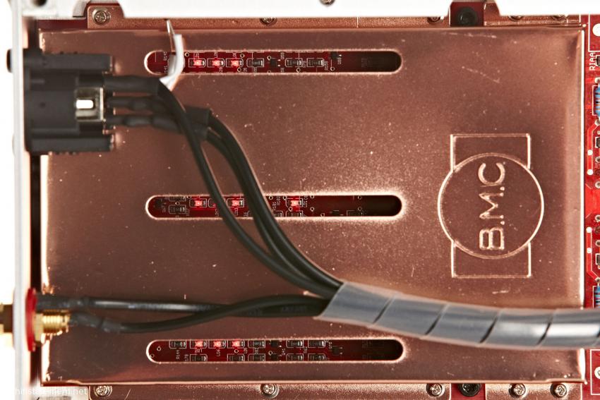 Die spezielle Current-Injection-Schaltung wir von verkupferten Stahlblechhauben abgeschirmt und ist in SMD-Technik aufgebaut