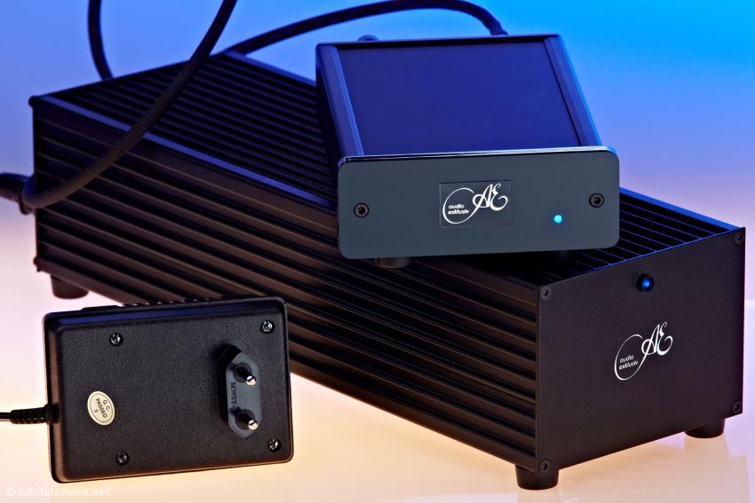 Um dieses Dreier-Gespann geht es hier heute: Zu sehen ist der P 0.2 mit serienmäßigem Stecker-Netzteil und dem optionalen Versorgungsteil PS 0.2