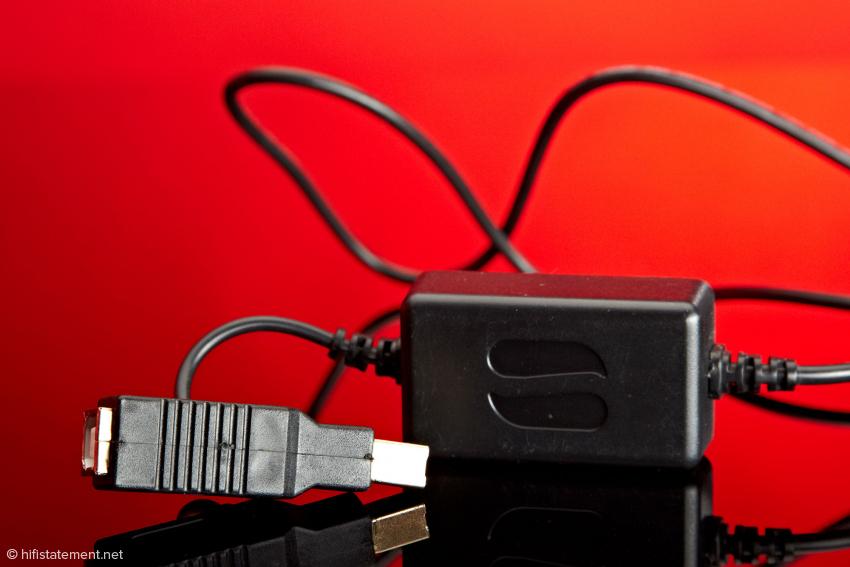 In diesem Zwischenstück wird die vom Computer kommende stromführende Ader nicht weiterverbunden. Stattdessen wird die im SBooster aufbereitete Energie des Netzteils an den entsprechenden Kontakt des USB-Steckers geführt