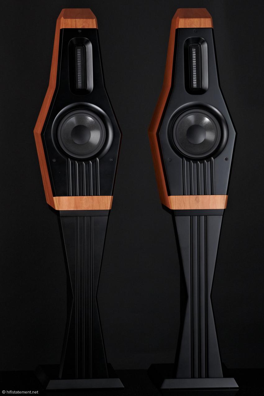 Nicht nur optisch bildet die Mandolin mit den Lautsprecherständern eine gelungene Einheit