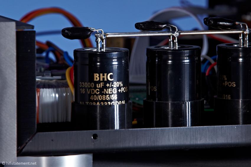 Die BHC Kondensatoren würden auch in einem Verstärker eine gute Figur machen