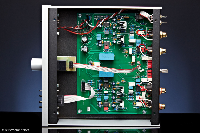 Das Innere der Phono Box birgt keine Überraschungen: Ein sauberer Aufbau mit Operationsverstärkern von Analog Devices und Burr-Brown