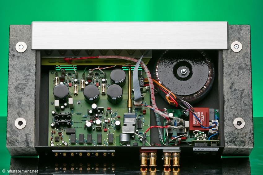 Die Schaltung des ICOS 270 Elsberg Vollverstärkers kommt mit erstaunlich wenigen Bauteilen aus. Hier liegt wohl das Geheimnis des tollen Klangs!