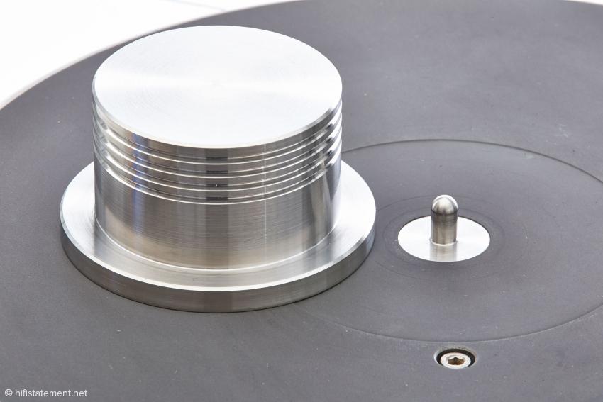 Der Puck gehört zum Lieferumfang und sorgt für einen besseren Kontakt zwischen Platte und Grafit-Schicht