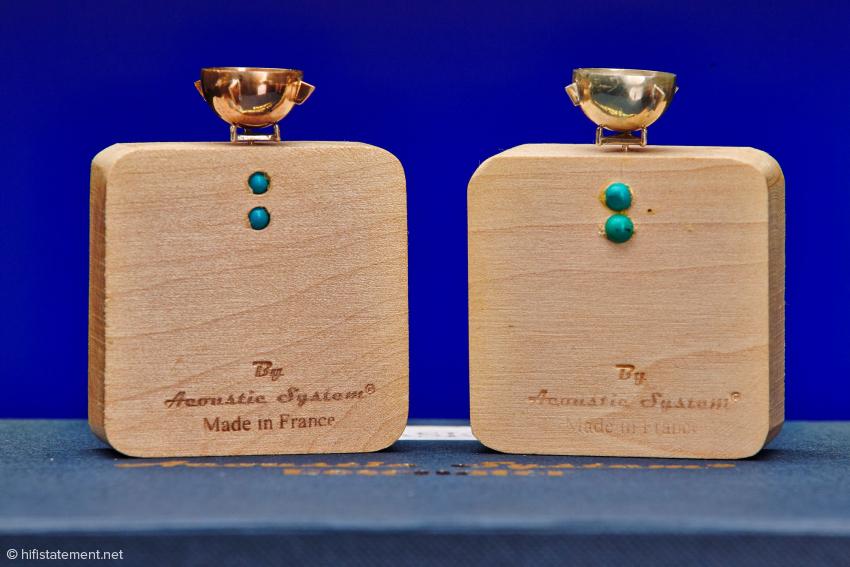 Diese zwei Resonatoren mit Kupfer- und Silber-Schälchen sind alte Bekannte und allein schon teurer als das Jubiläums-Set