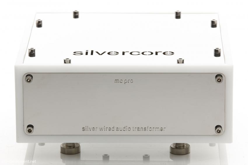 In seinem Delrin-Gehäuse mit polierten Edelstahl-Deckel ist der Silvercore eine Augenweide. Der Firmenname wurde ausgestanzt oder -geschnitten