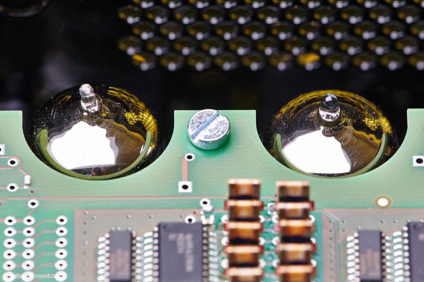 Die Röhren sind auf der unteren Platine angebracht, wo auch die verschiedenen Netzteile liegen