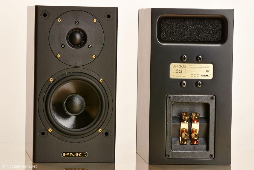 Schlicht und schwarz. Die limitierte Version der DB1 Gold ist nur in einer Farbe erhältlich, der Name findet sich in goldenen Schraubenköpfen und dem Schriftzug wieder