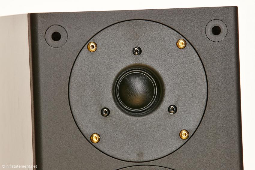 Die 27 Millimeter-Gewebe-Hochtonkalotte wurde zusammen mit SEAS entwickelt und genau auf die Anforderungen von PMC abgestimmt