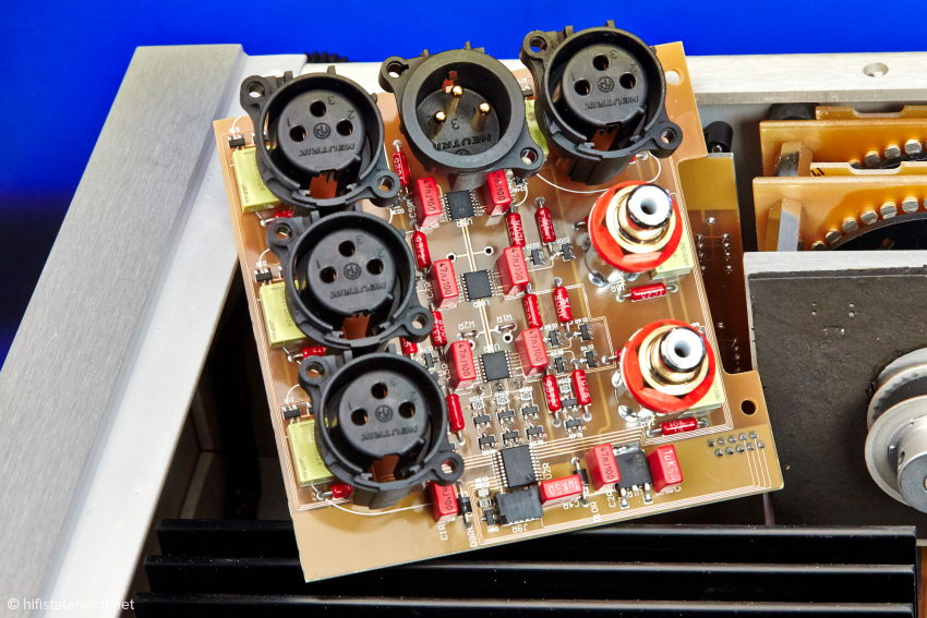 Auch das Eingangsbord – hier ein Kanal – ist, wie alle anderen Audio-Schaltungen auf teuren Platinen des Schweizer Herstellers Isola aufgebaut