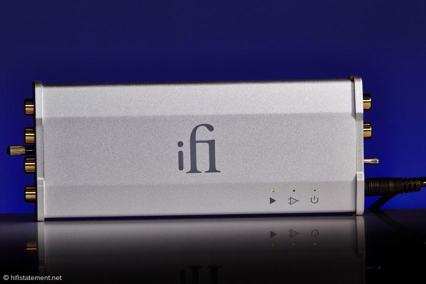In der Größe gibt es sonst nicht mal ein Netzteil. Der ifi iPhono ist nicht mal 16 Zentimeter lang und wiegt keine 200 Gramm