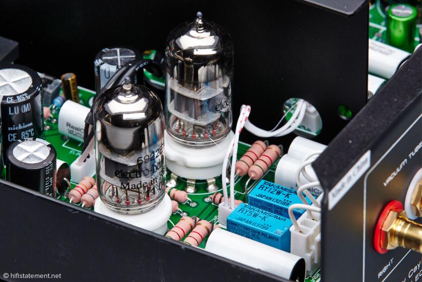 Im Röhrenausgang des Cayin CS-24CD stecken exzellente Kleinsignalröhren von Electro Harmonix