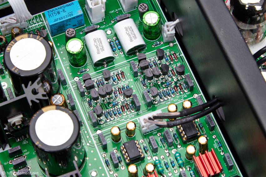 Hier mal ein Blick auf den erstklassigen Aufbau des Transistorausgangs des Cayin CS-24CD: Gesockelte Operationsverstärker LM43710, hochwertige Kondensatoren etc. …