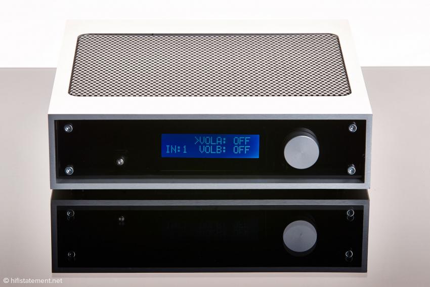 Zwei Kopfhörer mit dem klassischen 6,3mm Klinkenstecker können getrennt angeschlossen und geregelt werden