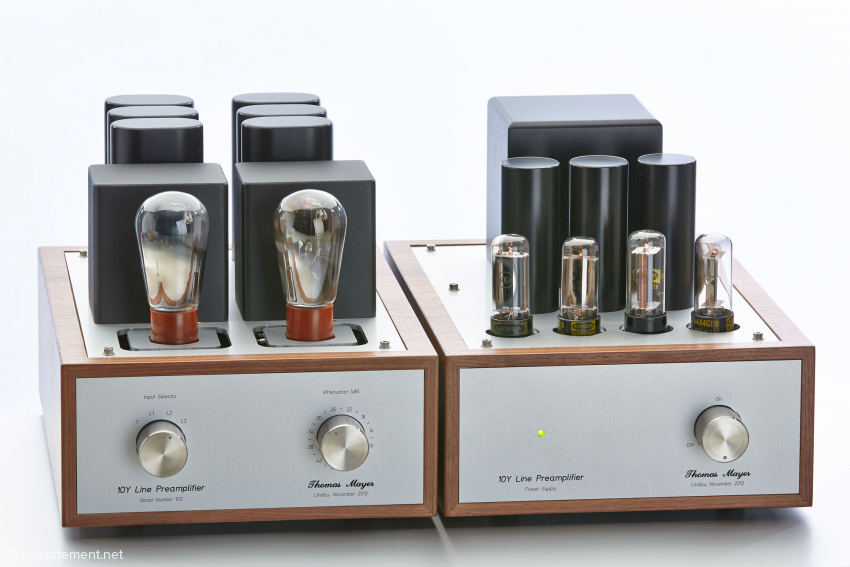 Even when the globe shaped tubes are not used, the 10Y preamp has an aesthetic appearance. There is the choice between various woods and color schemes.