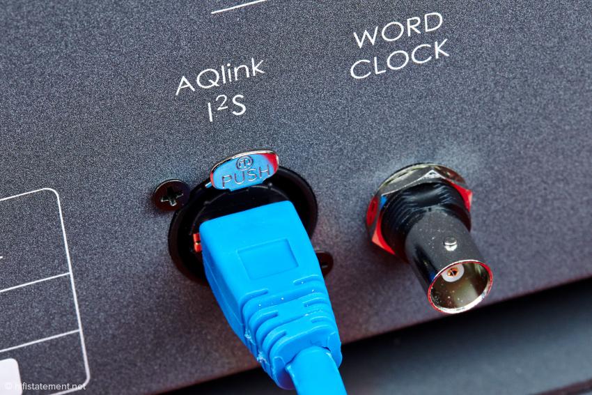 Computerfreaks wird dieser Stecker bekannt vorkommen, die I2S-Verbindung funktioniert über einen RJ45 Stecker.