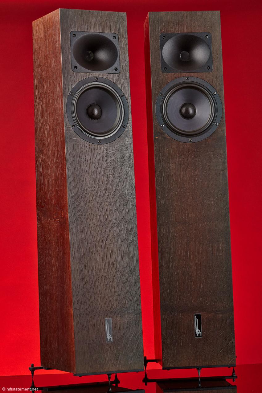 Das Paar Tempesta 17 in der hochwertigen, aufpreispflichtigen Holzausführung Ebenholz. Mein Testexemplar ist, auch sehr fein und edel, in mattschwarz lackiert