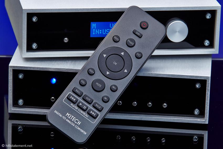 Beim Young DSD gehört diese Fernbedienung zum Lieferumfang, die auch Laufwerksfunktionen des Audioplayers im Computer steuern kann, wenn das Programm dafür ausgelegt ist. Bei Amarra klappt das nicht
