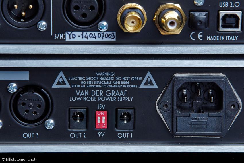 Der Young akzeptiert S/PDIF-Signale an einer Cinch und einer BNC-Buchse. Der Van Der Graaf (unten) kann bis zu vier Geräte mit Strom versorgen. Bei zwei Ausgängen lässt sich die Spannung per DIP-Schalter wählen