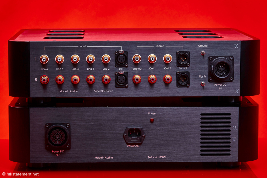 In addition to RCA and XLR inputs and outputs, the Spheris III also offers a tape output for the audiobook friends among us. Has rarity value nowadays!