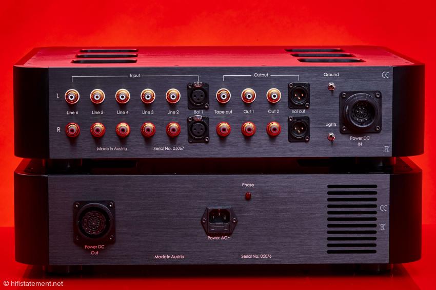 Neben RCA und XLR Ein- und Ausgängen bietet die Spheris III auch einen Tape Ausgang für die Tonbandfreunde unter uns. Hat Seltenheitswert heutzutage!