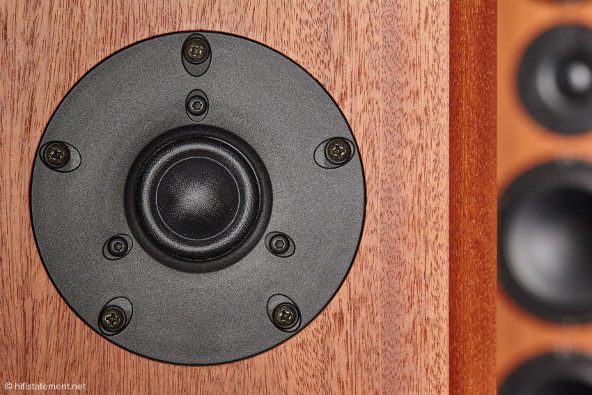 Die breite Sicke und die definierte Schallführung zeichnen den 25-Millimeter-SEAS-Kalottenhochtöner aus. Das Membranmaterial ist besonders leicht