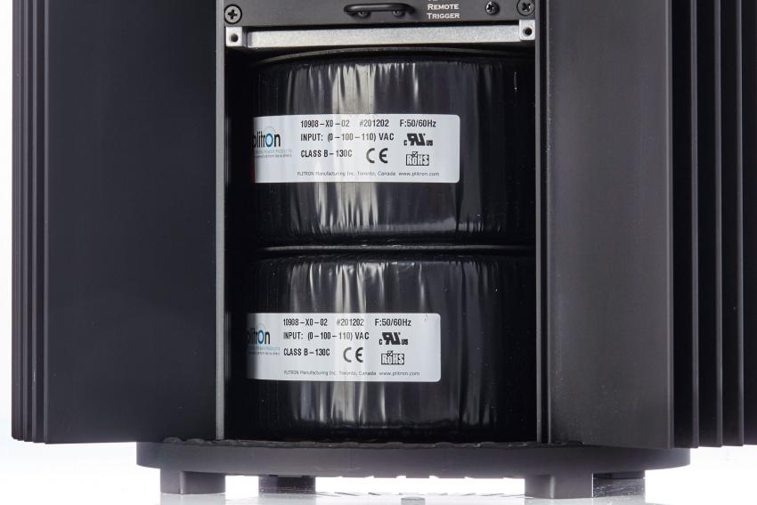 Die beiden Netztrafos stammen vom renommierten kanadischen Hersteller Plitron und tragen nicht unwesentlich zum Gewicht der Endstufe bei