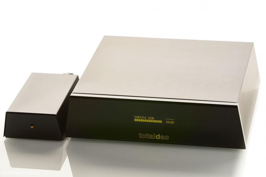 Sämtliche Geräte von TotalDAC sind im gleichen Gehäuse untergebracht. Auf Wunsch gibt es den Server auch mit einer massiven Aluminium Frontplatte