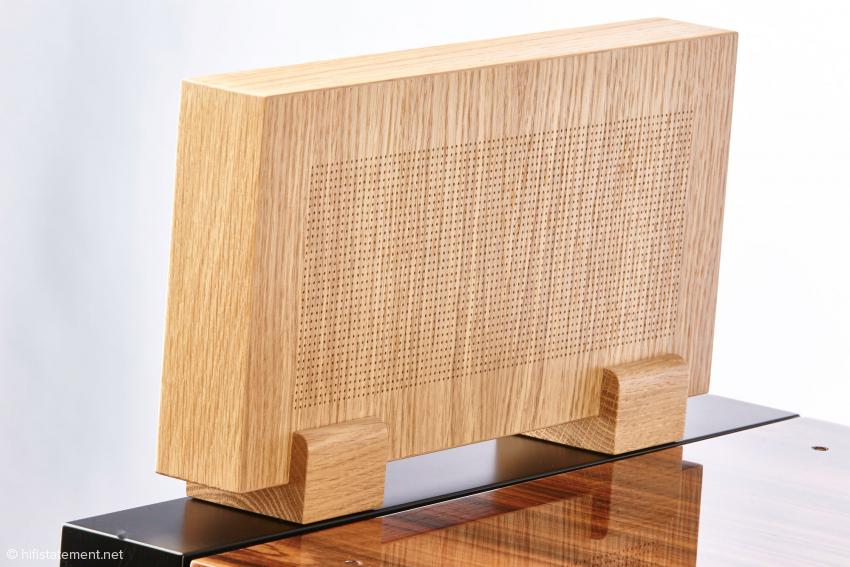 Das Minipaneel wird rechts und links vom Gerät aufgestellt und soll Vibrationen durch den Schalldruck vermindern. Hier eine der Standardausführungen in Eiche.