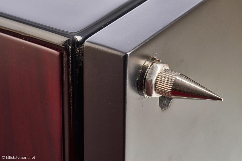 Stabile Spikes für Höhenverstellung und Ankoppelung, die sich einfach kontern lassen. Diese sollten wenn möglich Verwendung finden