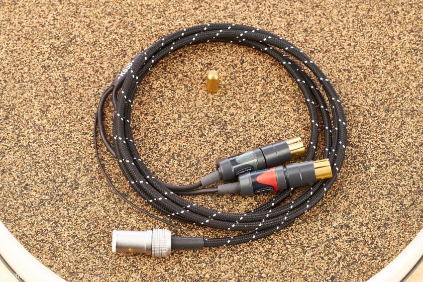 Keine milde Dreingabe: Das WSS Silverline ist mit Neutrik-Steckern ausgestattet, darunter die sehr effektiv dämpfenden Kork-Gummimatte