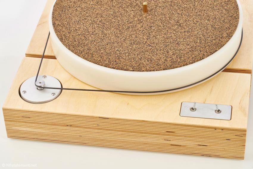 So lange man den geforderten Abstand zwischen Pulley und Tellerachse einhält, kann man die Antriebseinheit drehen, wie man will