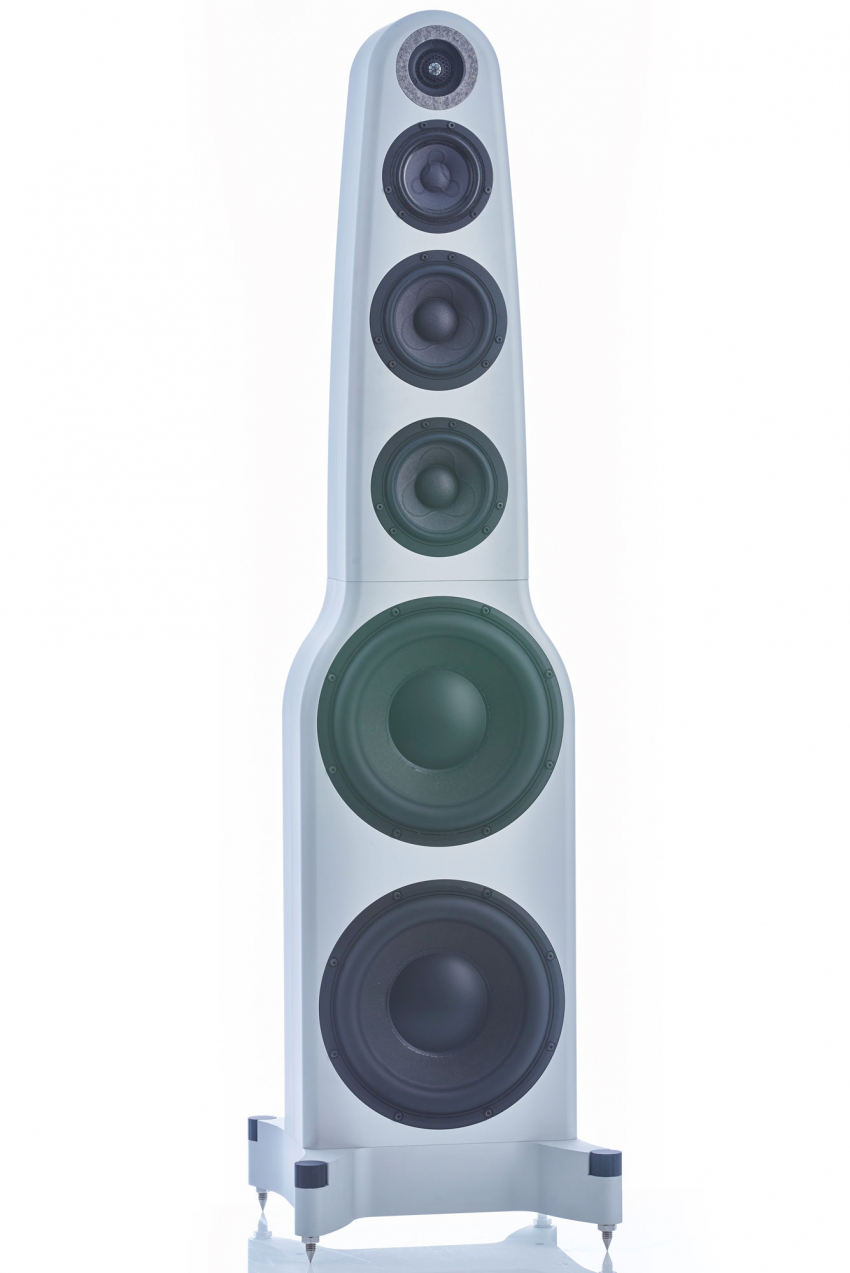 The AudioMachina Maestro GSE consists of three parts: the massive base, the subwoofer and the so-called monitor module which works from 100 Hertz