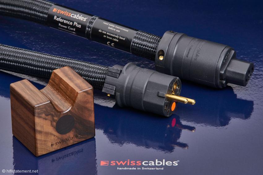 Bis auf die Stecker sehen die Swisscables Reference Plus genauso aus wie die Kabel aus der Reference Serie. Die Veränderungen sind im Inneren zu finden