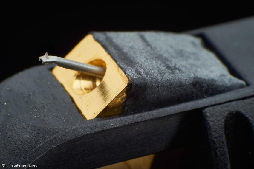 Der Diamant im Aluminium-Nadelträger besitzt einen Vital-Fine-Line-Schliff