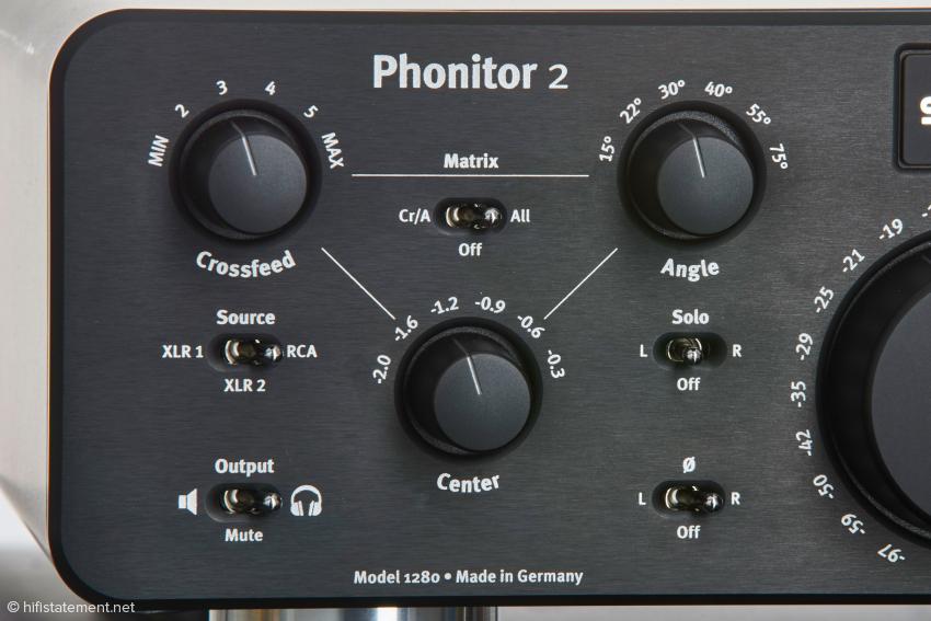 Mit dieser Maxtrix lässt sich auf rein analogem Wege der Klang eines Kopfhörers an den eines Lautsprechers in einem gegebenen Raum annähern, der von der Ausrichtung der Lautsprecher auf den Hörer und dem Übersprechen der beiden Kanäle aufeinander mitbestimmt wird. Wer den Klang von Lautsprechern mag, wird bei der Benutzung von Kopfhörern die Matrix zu schätzen wissen