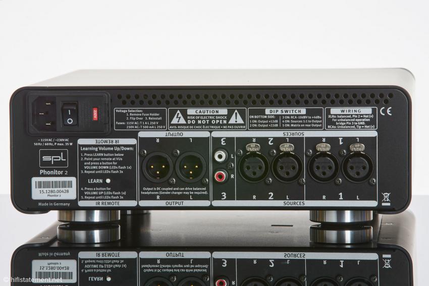 Der Phonitor zwei bietet zwei XLR- und einen Cinch-Ausgang. Am symmetrischen Ausgang liegt ganz nach Wunsch das durchgeschleifte Eingangssignal oder ein in der Lautstärke geregeltes an