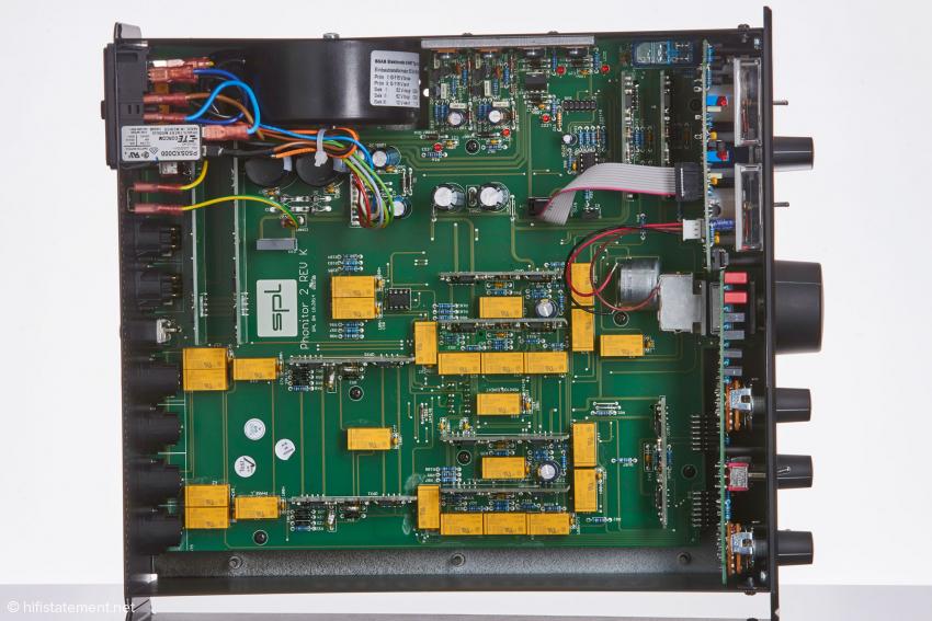 Aus dieser Perspektive erkennt man die SUPRA-OP-Amps nur schwer: Sie wurden auf der Platine hochkant stehend montiert