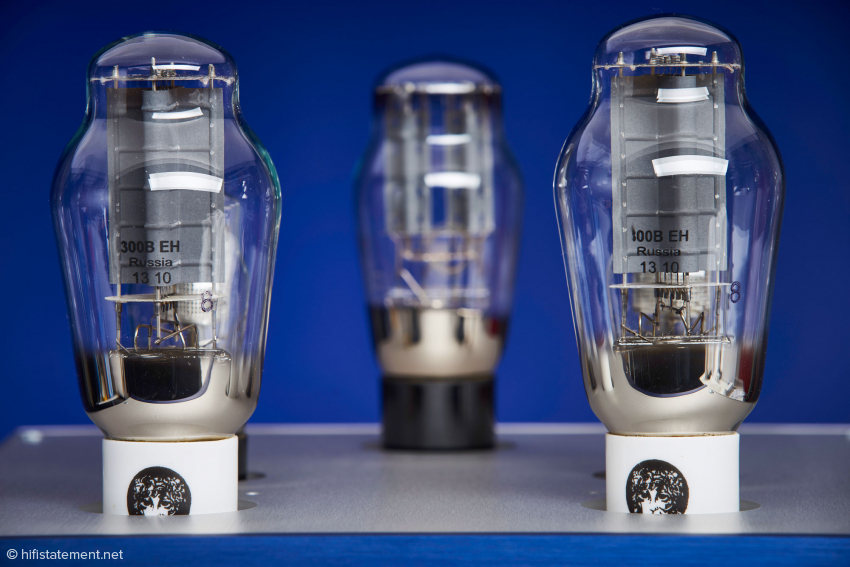 Die 300B von Electro Harmonix stammt aus neuerer Produktion vom Oktober 2013, wie der Aufdruck zeigt